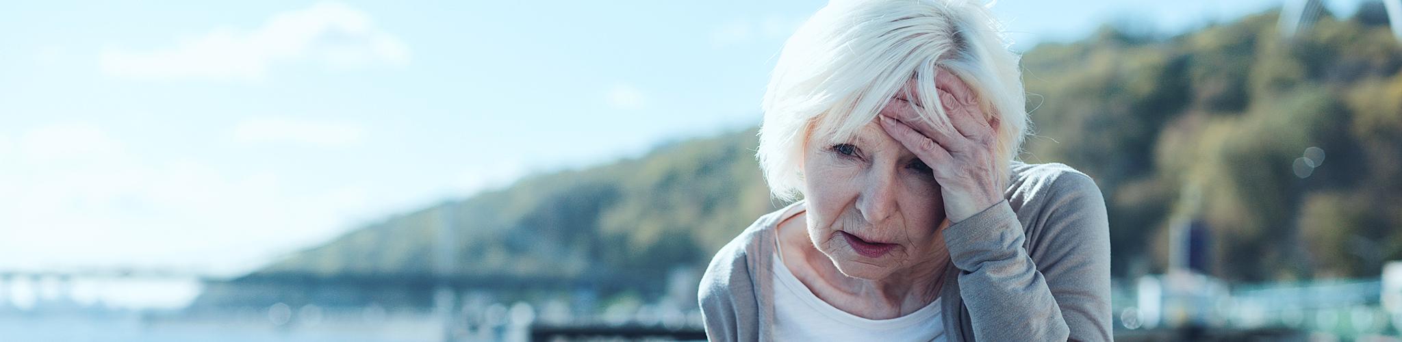 Ältere Dame hat Schwindel